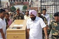 pakistan hands over to bsf body of indian farmer