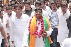 shivpal seen with under world don abu salem brother on stage