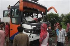 tourist bus met with an accident in barabanki 30 devotees injured