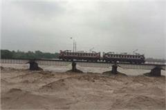 ganga and yamuna burst in water level in allahabad