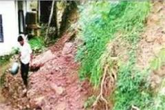 here is the danger of collapsing in 2 houses with landslide