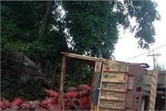 truck filled with cylinders near carmel school on nahan shimla nh