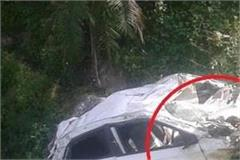 chamba pathankot nh on deep ditch in car