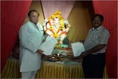 congress hand over his manifesto to ganesha