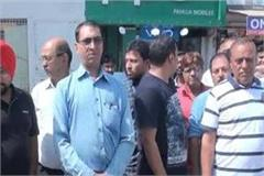 traders on gurugram sadar bazar road