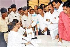 the upper castes handed over the memorandum handed over to the collector