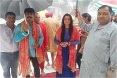 actress sania verma reached nainadevi temple