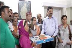 assembly speaker rajiv bindal distributed gas stove to 120 housewives