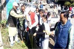 cleanliness campaign run in kandaghat on the birthday of pandit ddu
