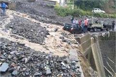 havoc of rain in shimla 3 vehicles grip in landslide nh 5 closed also