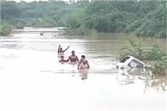 van flawn in river in bhind
