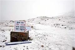half foot snowfall in baralacha and kunjam pass