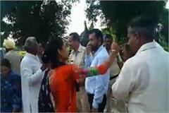 woman slapped the sarpanch who was honored with modi