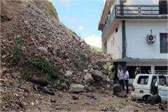 3 storey house damage by landslide 6 cars under the debris