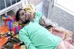 gentleman helped the prakash suffering from pain in hospital