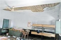 plaster fall from roof of school five students injured