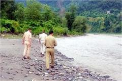 former vice panchayat head float in giri river