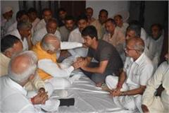 cm khattar gave 50 lakhs amount to martyr narendra s family