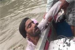 viral video in yamunagar diver saved a man drowning man