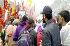 manimahesh yatra  thousand of devotees holy bath together in dal lake