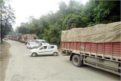 truck overturned on the chandigarh manali nh