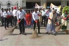 photo op of bjp leader in the name of cleanliness fortnight