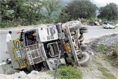 truck overturned on road side during hit the 2 vehicles