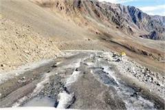 manali leh route started to freeze water