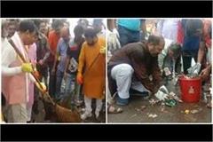 keshav maurya and upendra tiwari put broom on gandhi jayanti