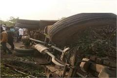 high speed bus overturned uncontrolled in hoshangabad