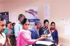 extreme lab arrangement in medical college people attending private lab