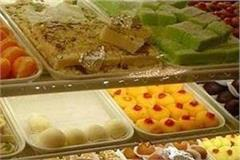 on diwali the thanedar distributed a lot of sweets