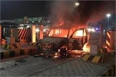 terrible fire in car parked on toll plaza