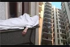 noida 11th grade student falls from 15th floor  death