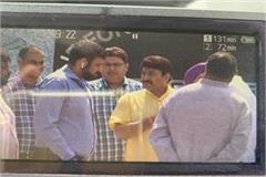 abhishek mishra photo viral with manoj tiwari