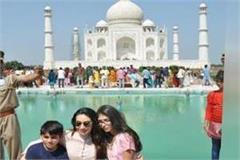 actress karishma kapoor did taj s look took photo