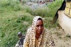 poor woman live in slum