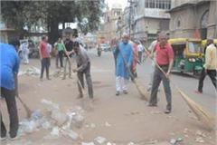dirt spread around firecrackers bjp mp himself picked up broom and cleaning