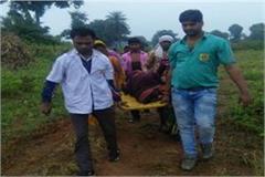 betul pregnant got ambulance lying spine board walked 1 km gave birth to twins