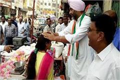 manpreet badal wishes diwali to those shopkeepers