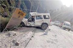 rocks fall on scorpio car