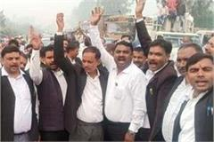lathi charge on lawyers in delhi lucknow lawyers boycott judicial work