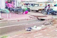 people disturbed by stink due to no drainage of dirty water