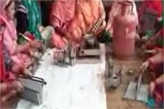 nadaun women became self sufficient set example by making candles at home