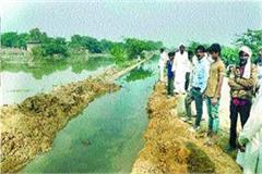 canal could not withstand water flow due to poor material