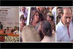 uproar in cm s public meeting policemen push women