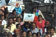 workers protest against rahul gandhi
