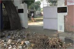 lawyer in rohtak shouted at dc dumped garbage in front of gate