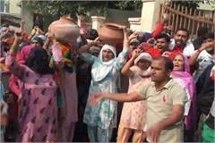 people protested water problem empty pots