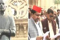 sp legislators take oath in front of chaudhary charan singh s statue